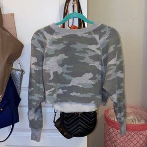 american eagle cropped camo sweatshirt